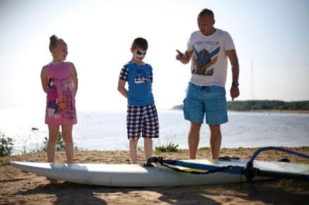 Детский лагерь по виндсерфингу на серфстанции Твой Ветер