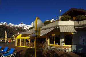 Курорт Овронна Гостиничный комплекс Bains d'Ovronnaz superior Hotel Thermalp Ресторан с террасой